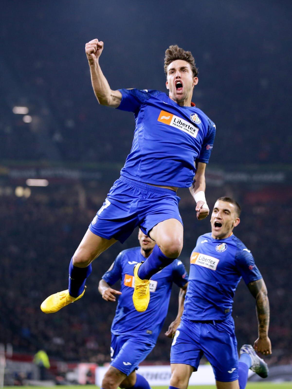 Mata celebrando el gol en Ámsterdam