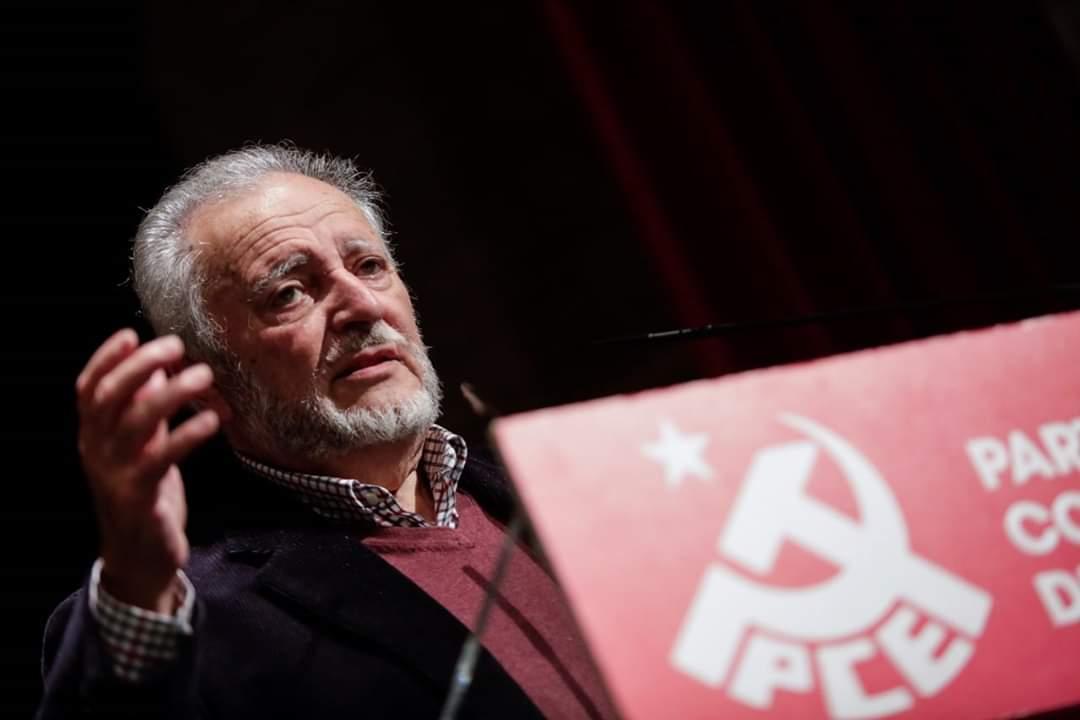 Julio Anguita, exdirigente de Izquierda Unida, en un discurso en la sede del PCE | PCE