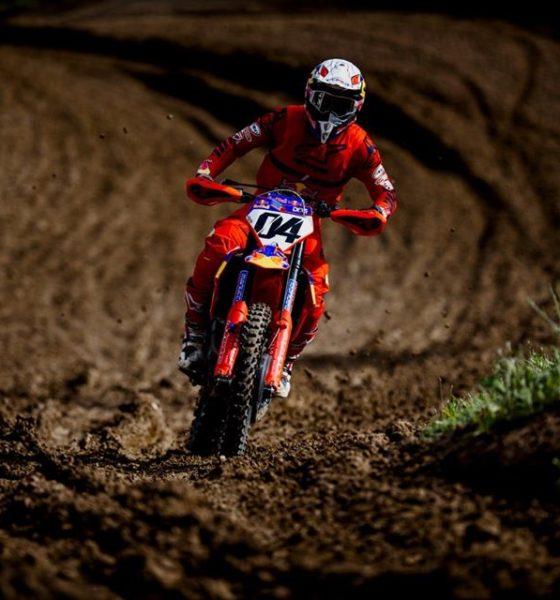 Andrea Dovizioso haciendo Motocross.