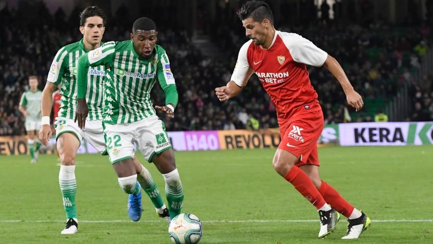 Nolito disputa un balón ante Emerson y Bartra. Fuente: Página Oficial Sevilla FC