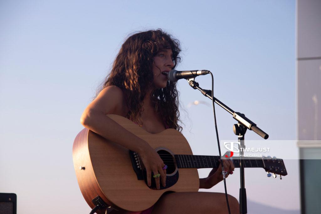 Daniela Costas haciendo de telonera de Amaral en el Festival TerraCeo de Vigo // Foto: Paula Cabaleiro