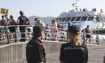 Policía Local en Cíes. // La Voz de Galicia