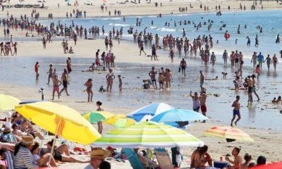 Playa de Samil llena de bañistas durante la pandemia. Oscar Vazquez para Faro de Vigo