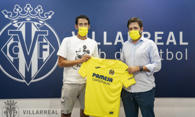Dani Parejo posa con su nueva camiseta