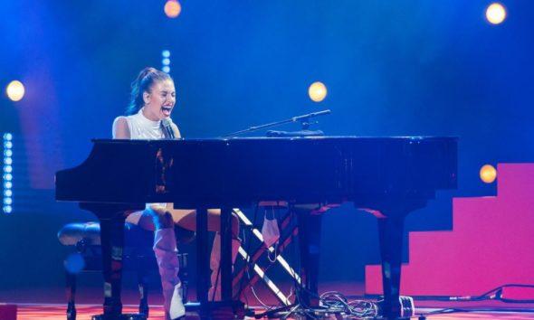 Ana Guerra durante su actuación en el CCME. // Fuente: @CocaCola_es