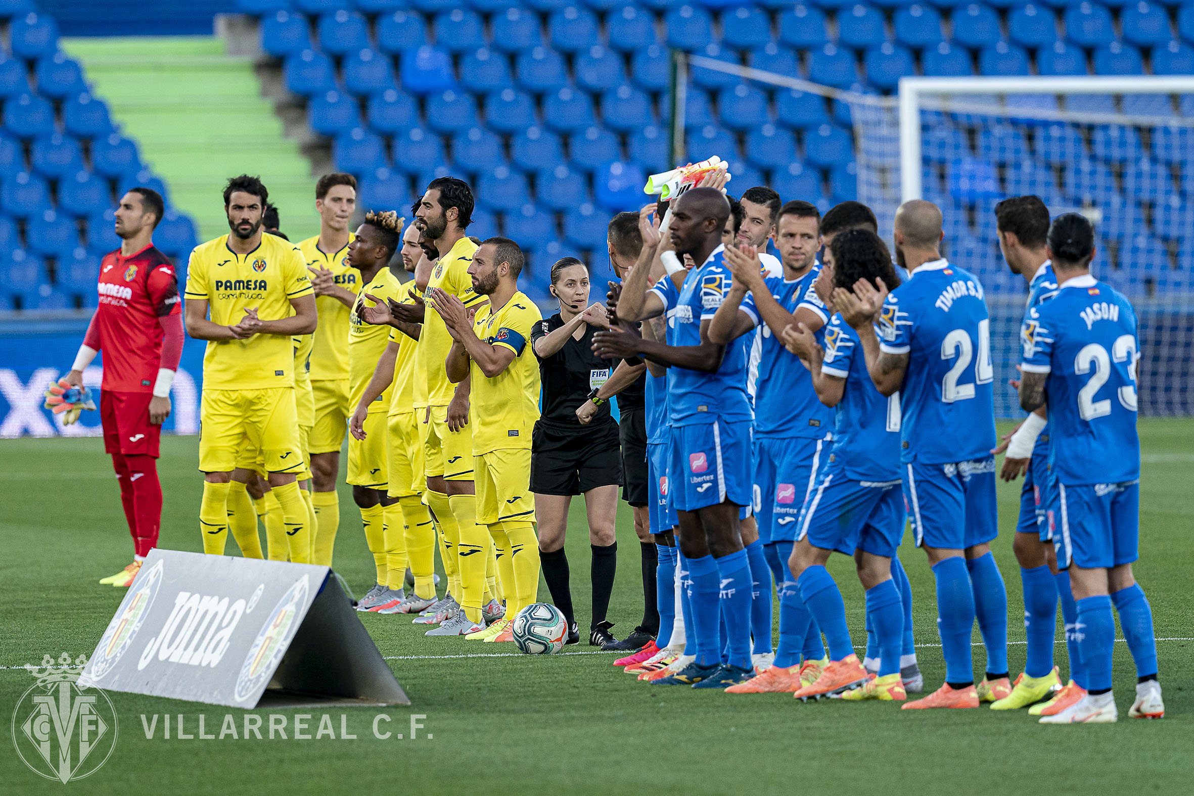 Villarreal y Getafe antes de comenzar su encuentro de la pasada temporada