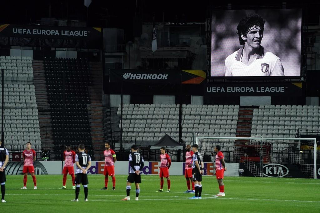 Minuto de silencio en el Toumba Stadium por Paolo Rossi