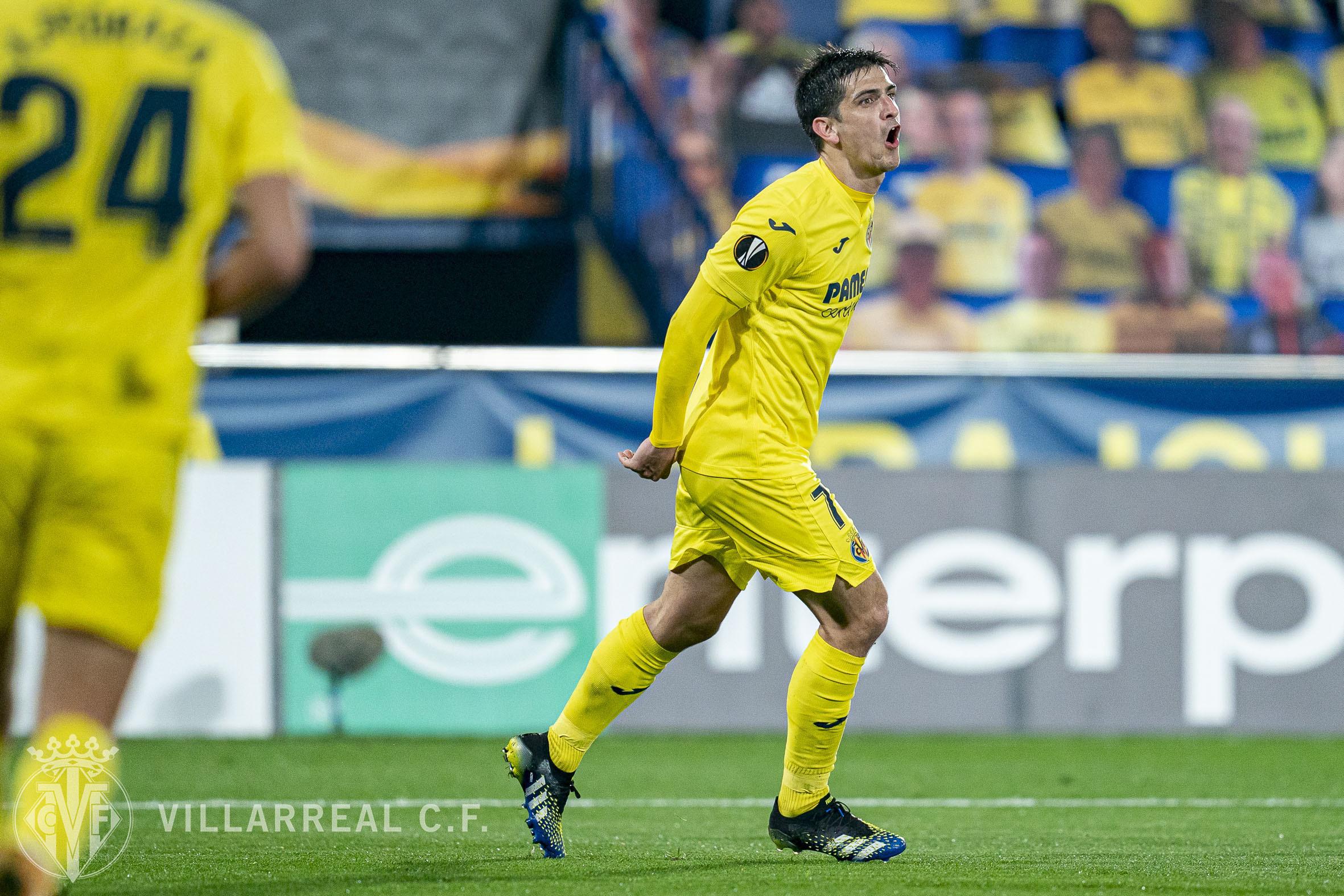 Gerard Moreno celebra su primer gol. / Fuente: @VillarrealCF