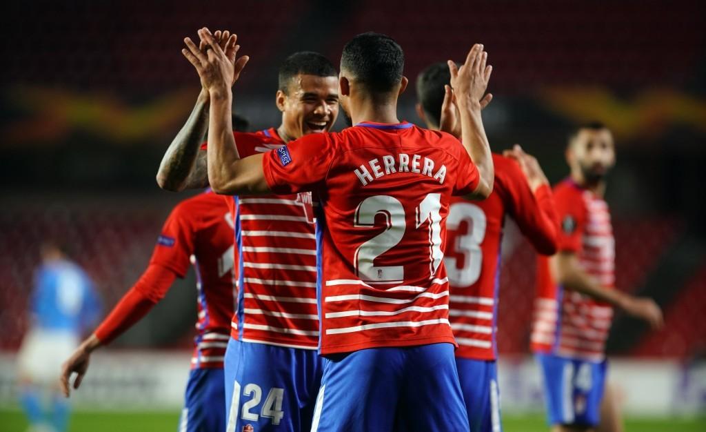 Kenedy y Herrera celebrando el primer tanto