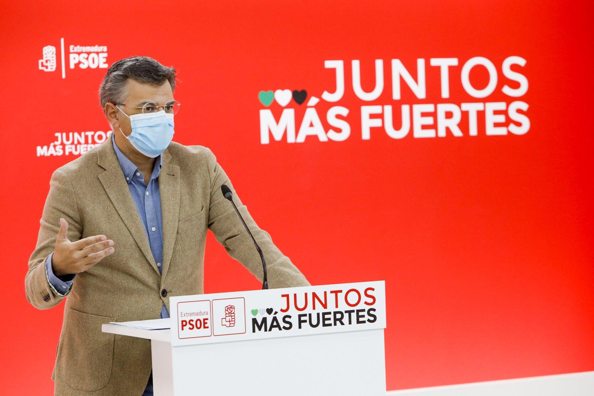 Juan Antonio González, en rueda de prensa. Fuente: PSOE de Extremadura