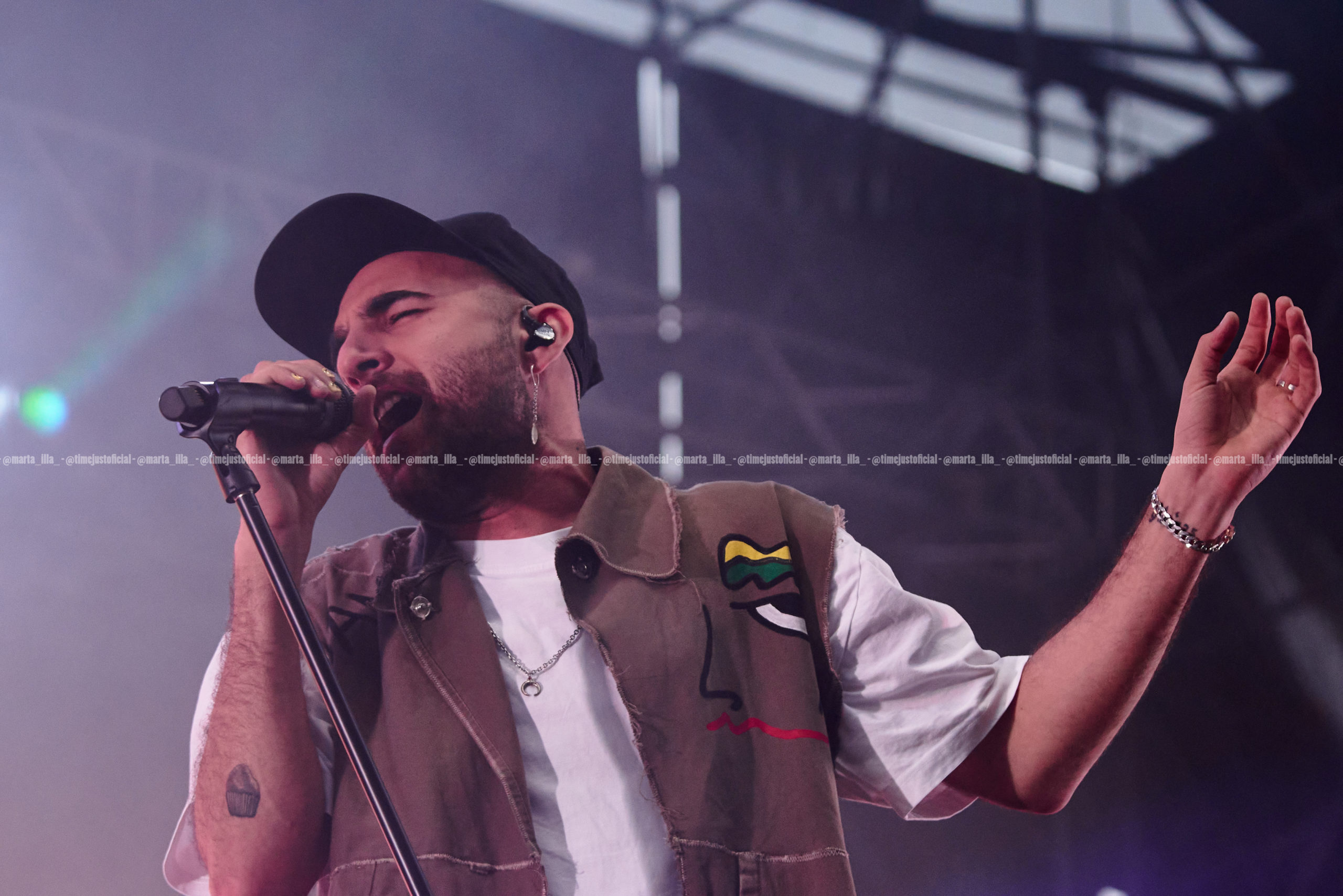 Nil Moliner cantando emocionado en el Estadio Olímpico de Montjuic/ Fuente: Marta Illa