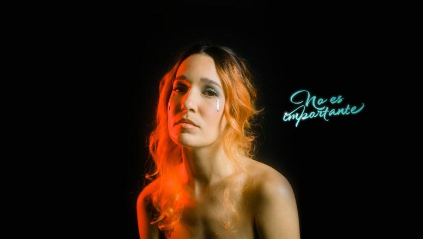 iLe, la estrella puertorriqueña lanza un nuevo single llamado 'No es importante'.